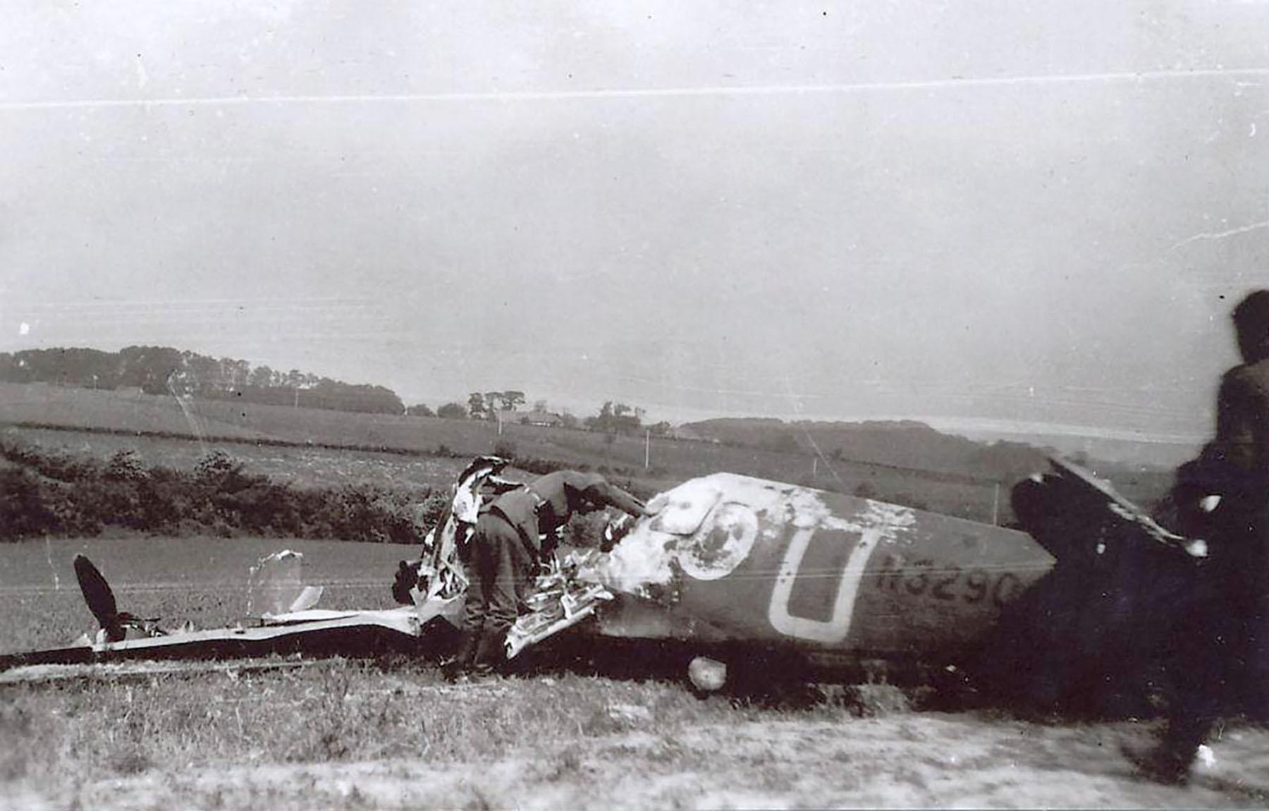 Spitfire MkIa RAF 92Sqn GRU N3290 PO J Gillies POW sd by Bf 110s near Calais 23rd May 1940 01