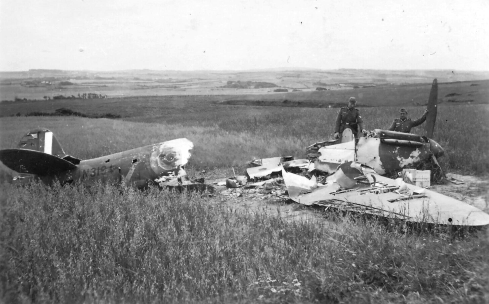 Spitfire MkIa RAF 92Sqn QJZ N3194 sd by Bf 109s near Calais 23rd May 1940 ebay1