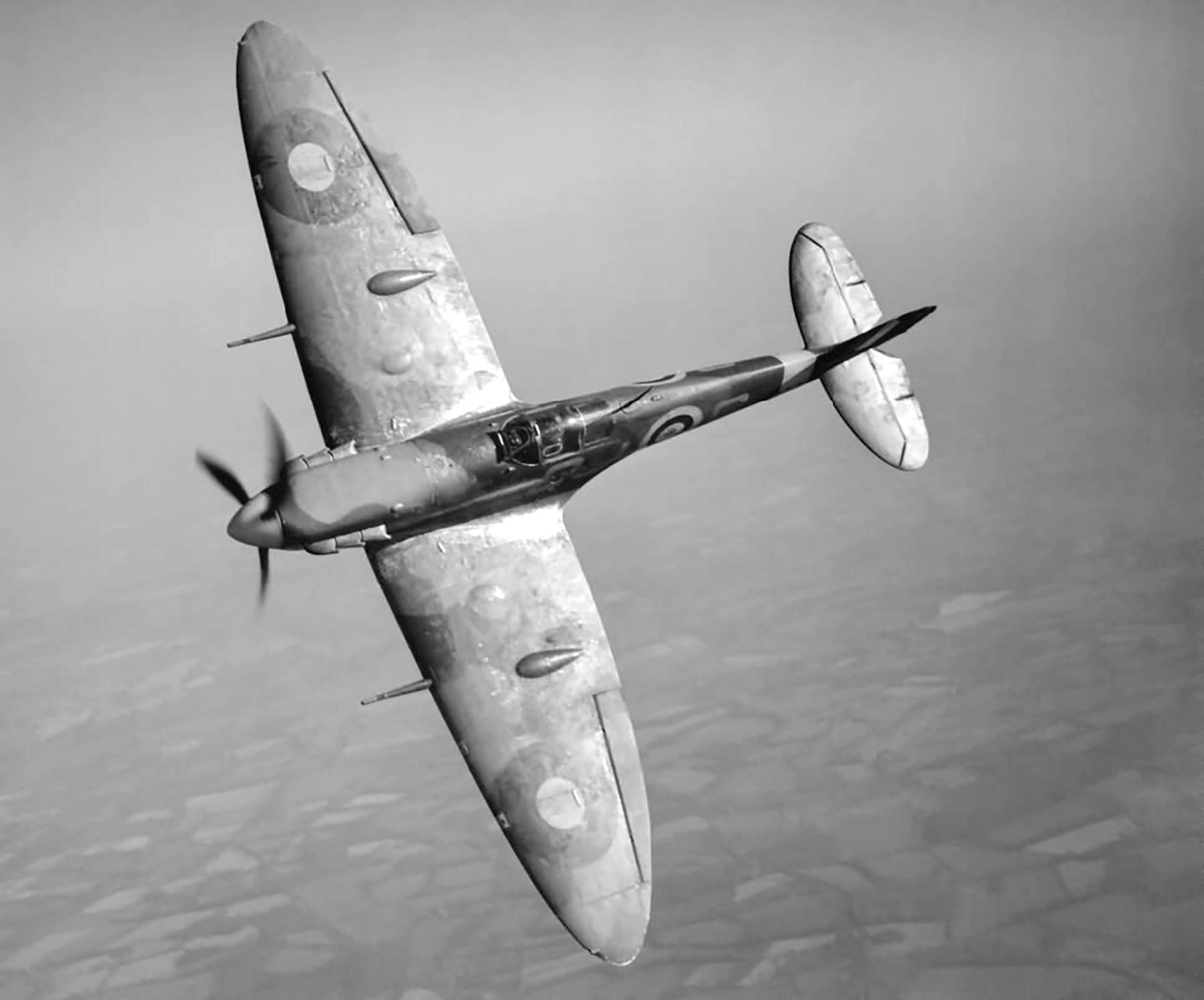 Spitfire MkV RAF 92Sqn QJS R6923 rebuilt MkIb over England web 01