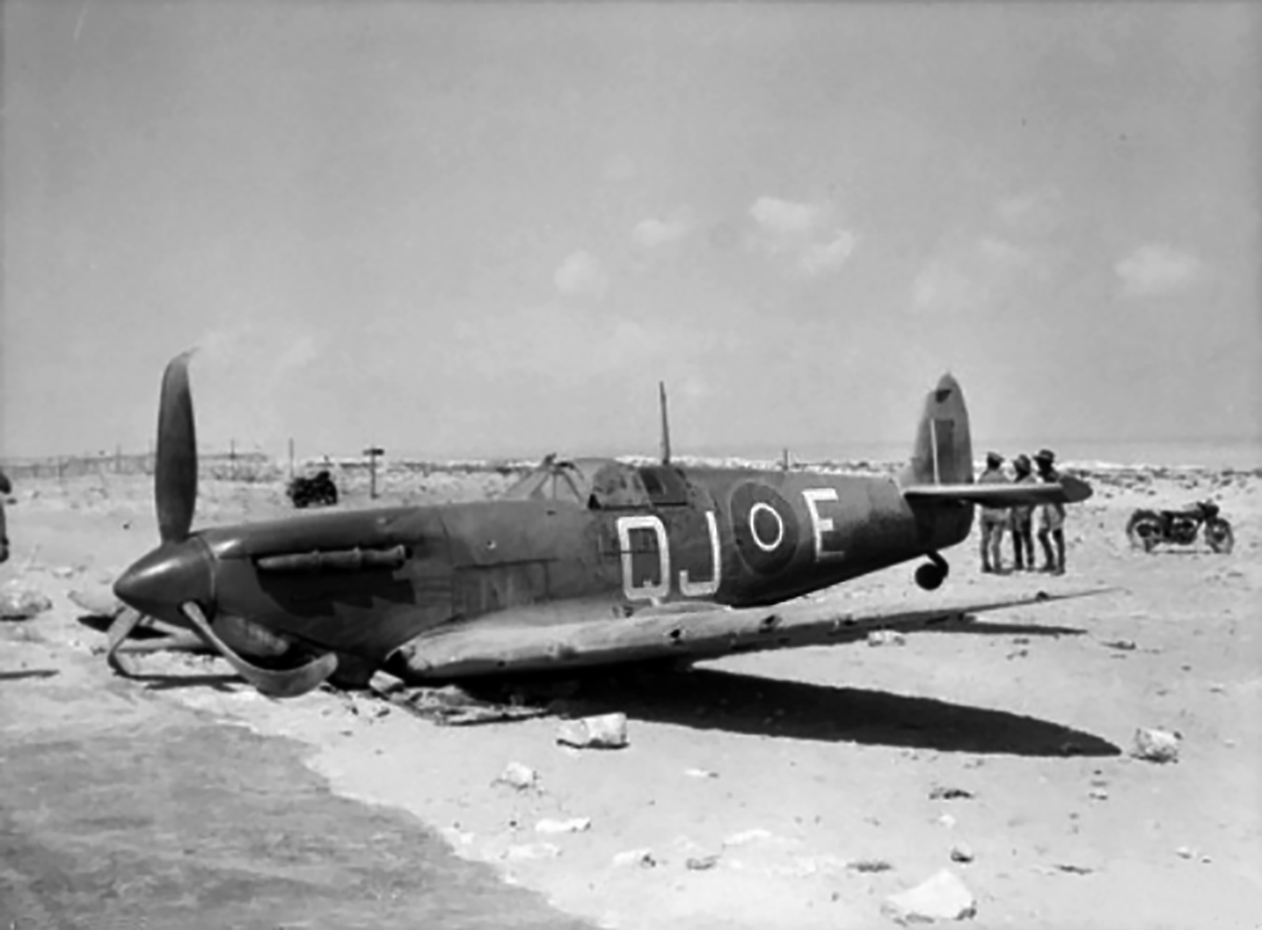 Spitfire MkVb RAF 92Sqn QJE crashed landed near El Alamein 1942 01