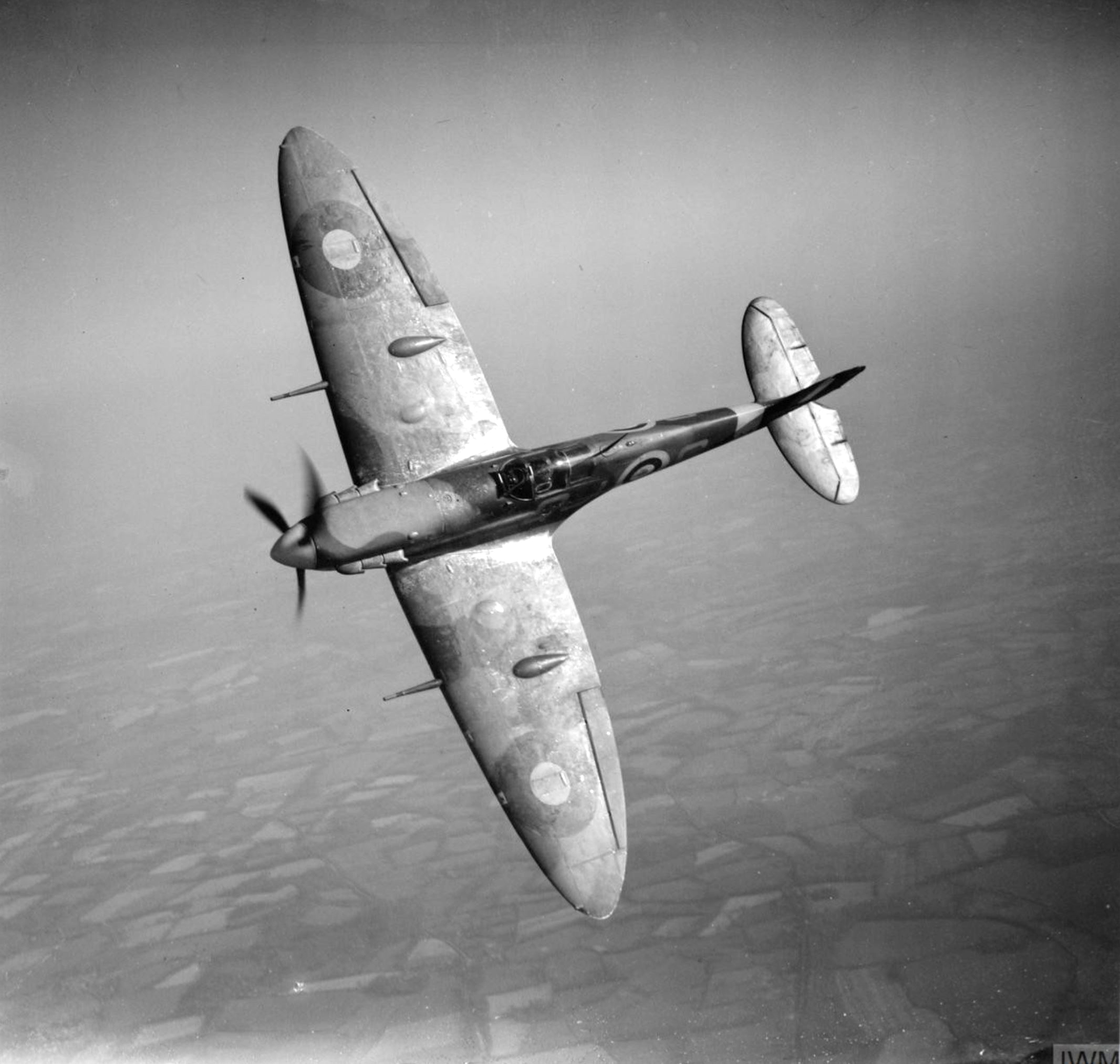 Spitfire MkVb RAF 92Sqn QJS Alan Wright R6923 based at Biggin Hill Kent 1941 IWM CH2929