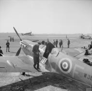 Asisbiz Spitfire Vb RAF 92Sqn QJF W31xx at Biggin Hill 11 July 1941 IWM H11650