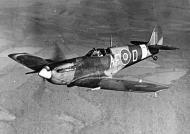Asisbiz Spitfire MkVb RAF AFDU AFO AA937 Duxford England 1942 web 01
