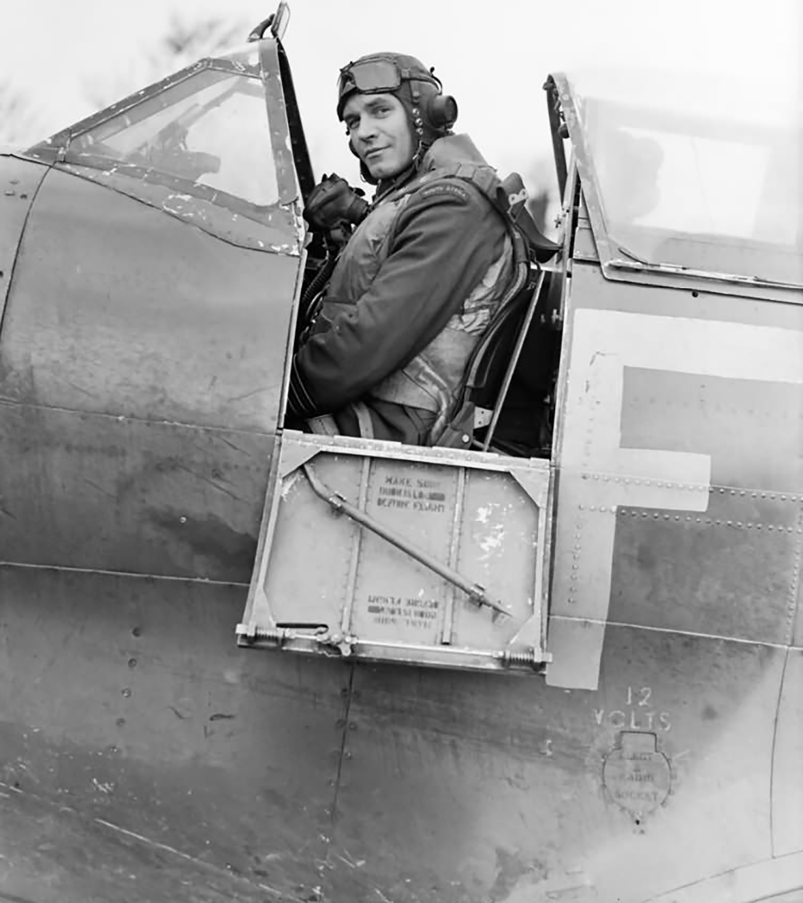 Aircrew RAF Biggin Hill Wing Commander AG Malan DSO DFC in Spitfire 2nd Jan 1943 01