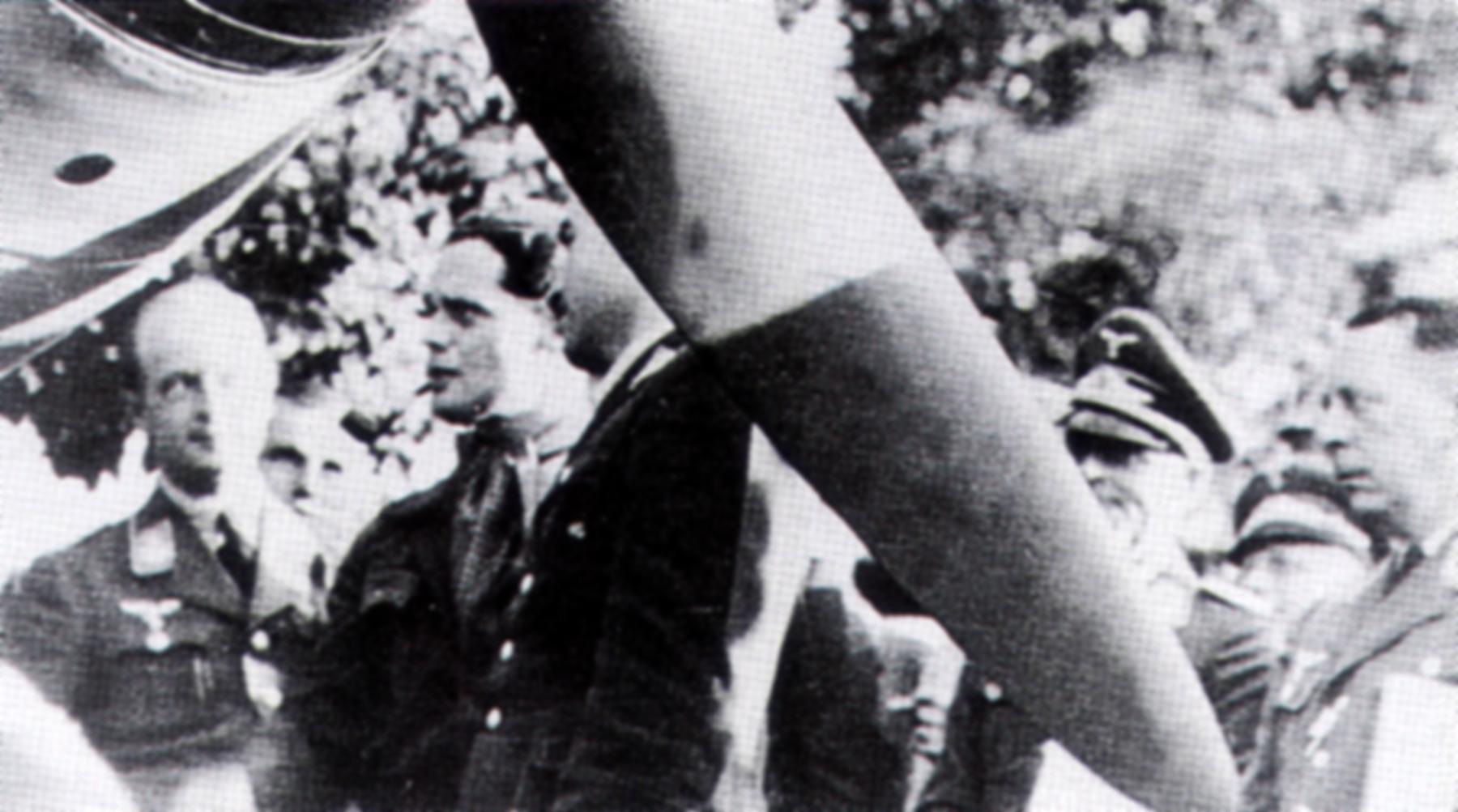 Aircrew RAF Douglas Bader with Adolf Galland Aug 9 1941 02