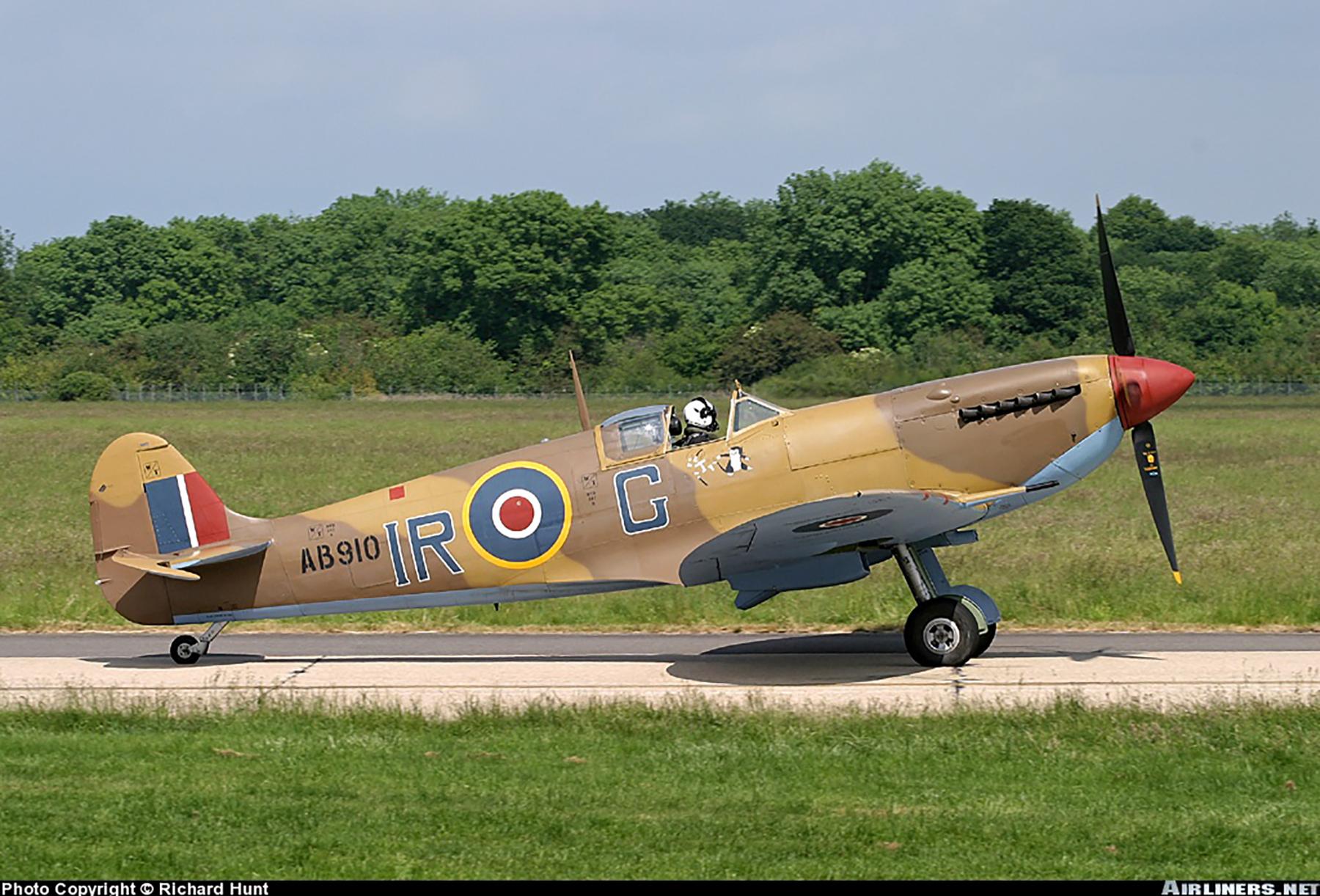Airworthy Spitfire warbird RCAF 416Sqn IRG AB910 05