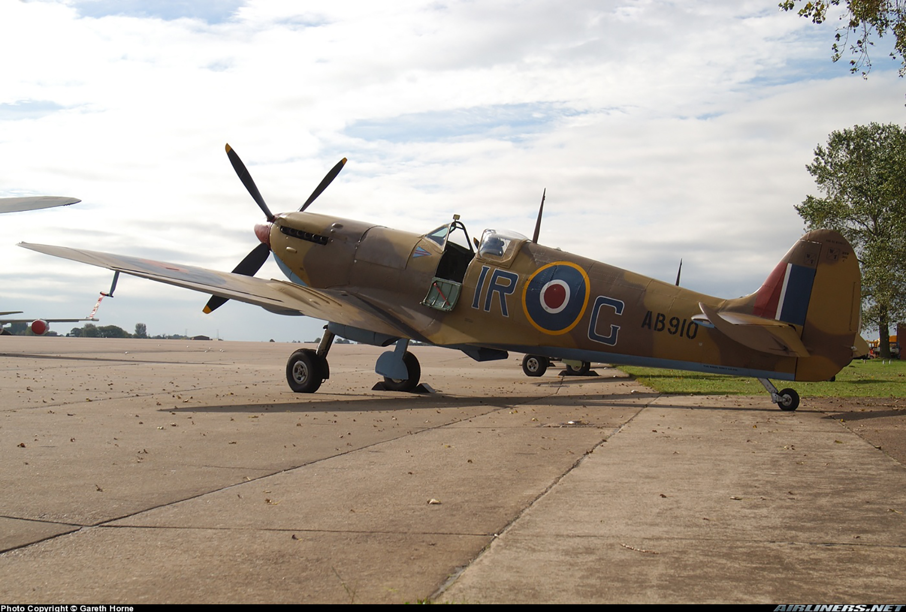Airworthy Spitfire warbird RCAF 416Sqn IRG AB910 07