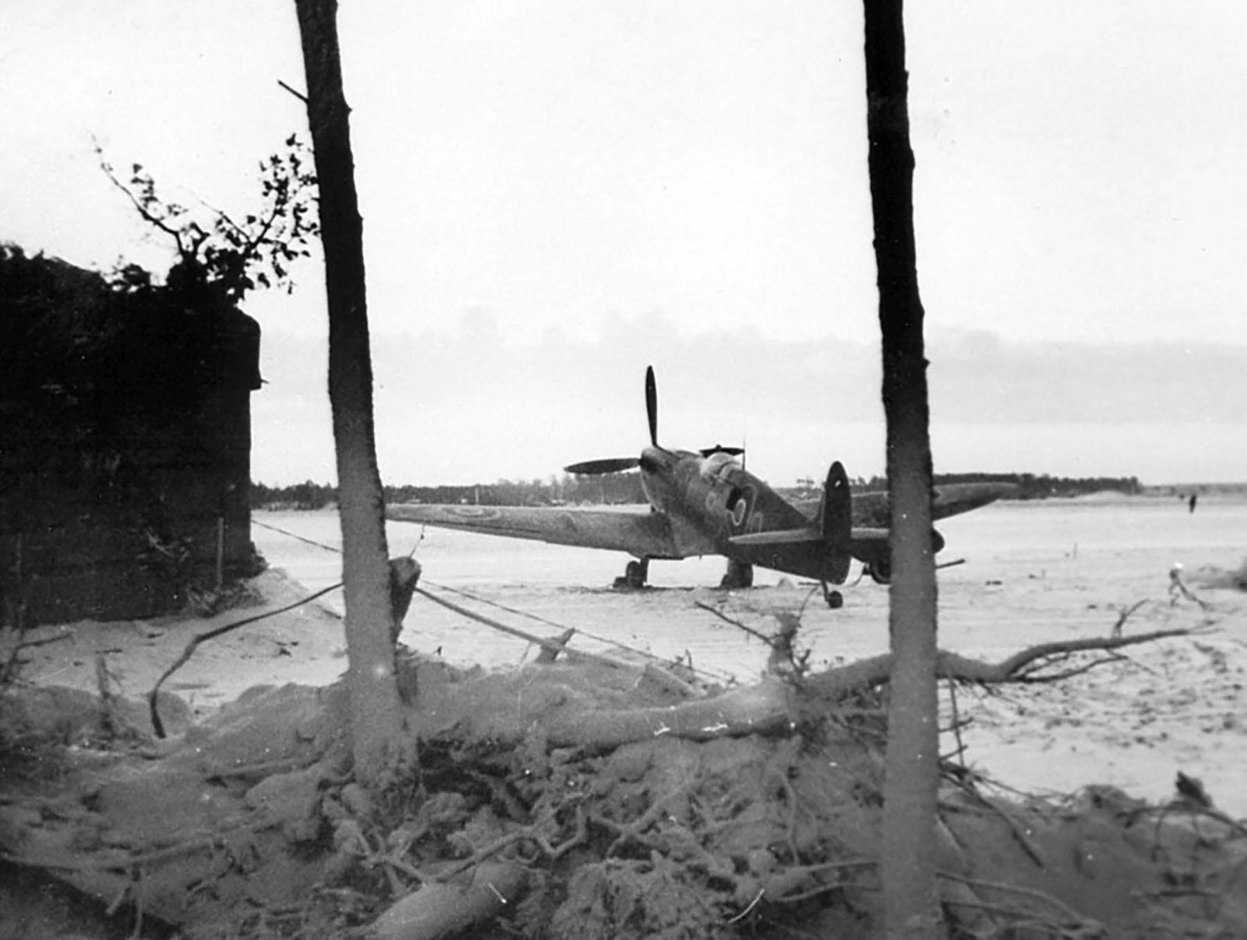 Spitfire RAF 132 Wing at Woensdrecht Holland 1945 NIMH 01