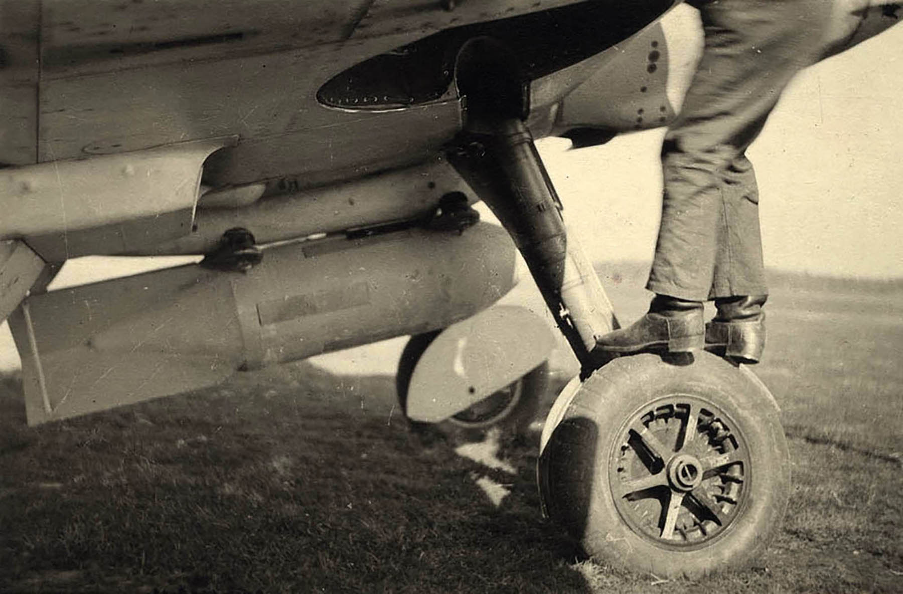 Spitfire RAF 132 Wing at Woensdrecht Holland 1945 NIMH 02