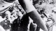 Asisbiz Aircrew RAF Douglas Bader with Adolf Galland Aug 9 1941 02