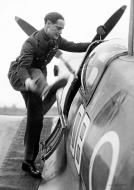 Asisbiz Aircrew RAF Wing Leader Douglas Bader 1945 01
