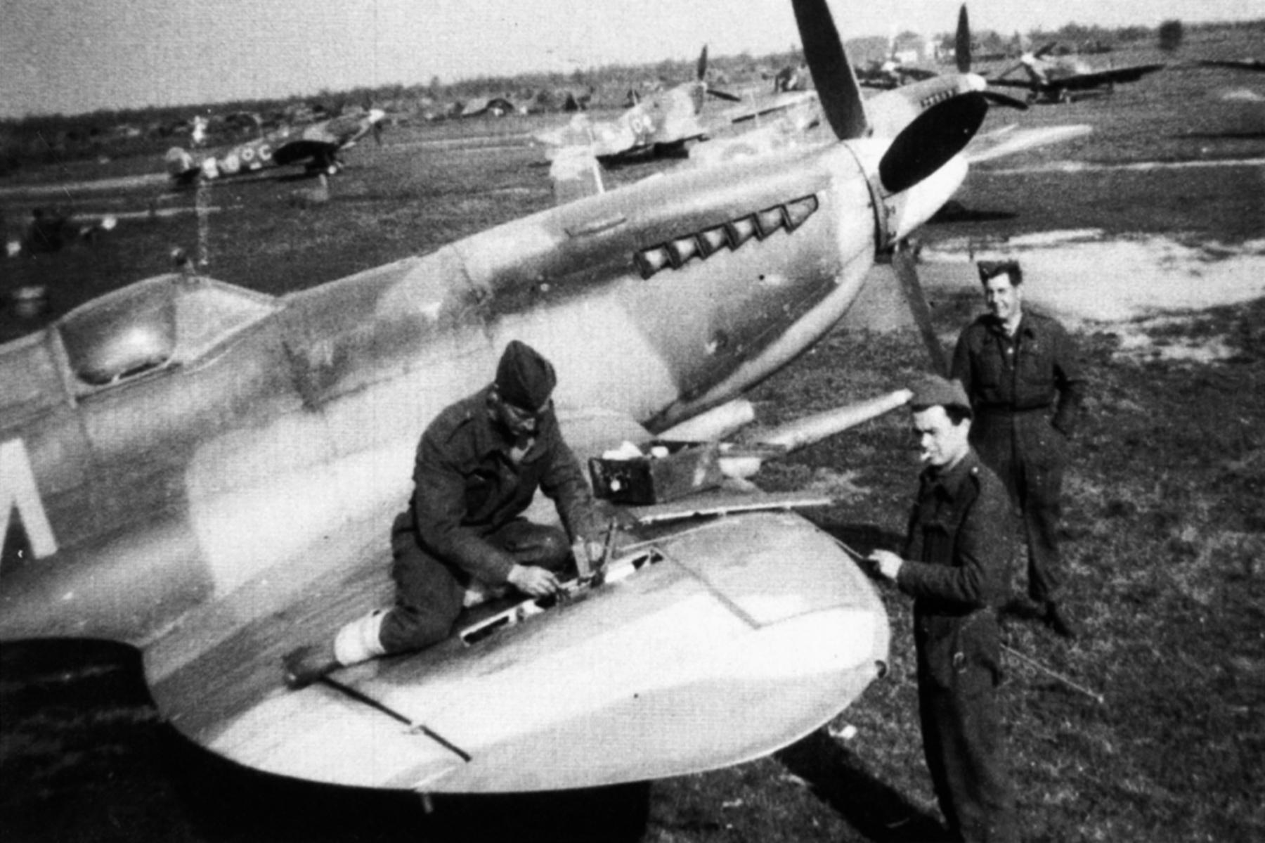 Spitfire MkIX RCAF 401Sqn YOM 01