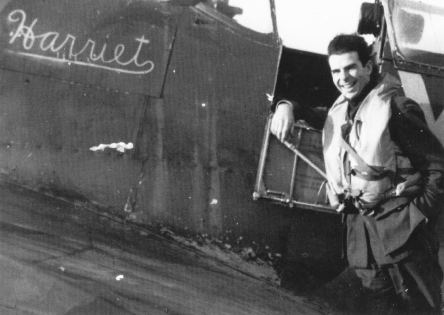 Spitfire MkVb RCAF 401Sqn YOP Hank Sprague AD451 named Harriet England Jul 1942 01