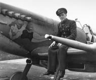 Asisbiz Spitfire MkIX RCAF 401Sqn YOR TK Ibbotson BS104 England Aug 1942 01