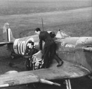 Asisbiz Spitfire MkVb RCAF 401Sqn YOE Ian Ormston AA926 Jersey I Marguerite England Feb 1942 01