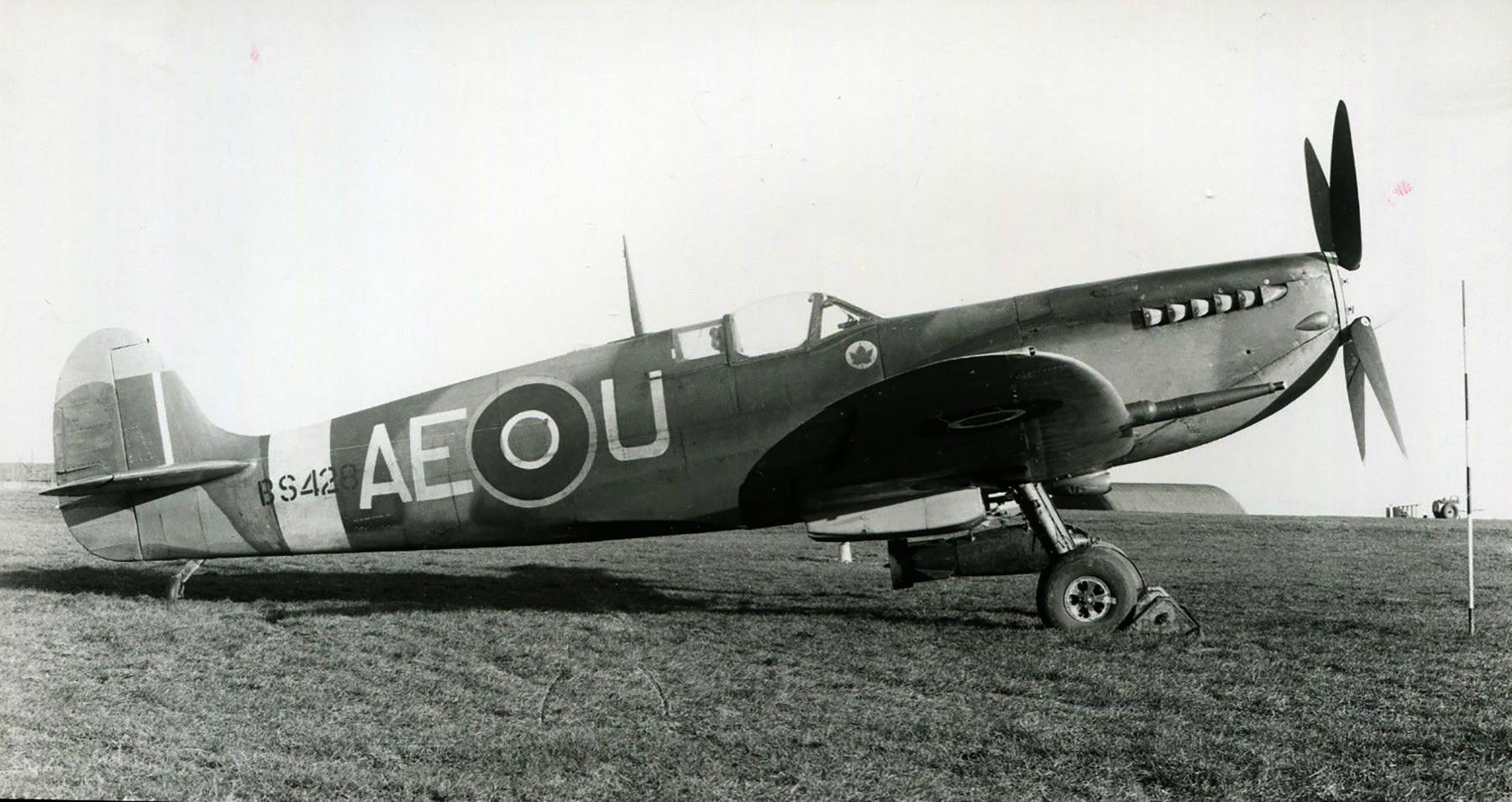 Spitfire MkIX RCAF 402Sqn AEU BS428 1942 01