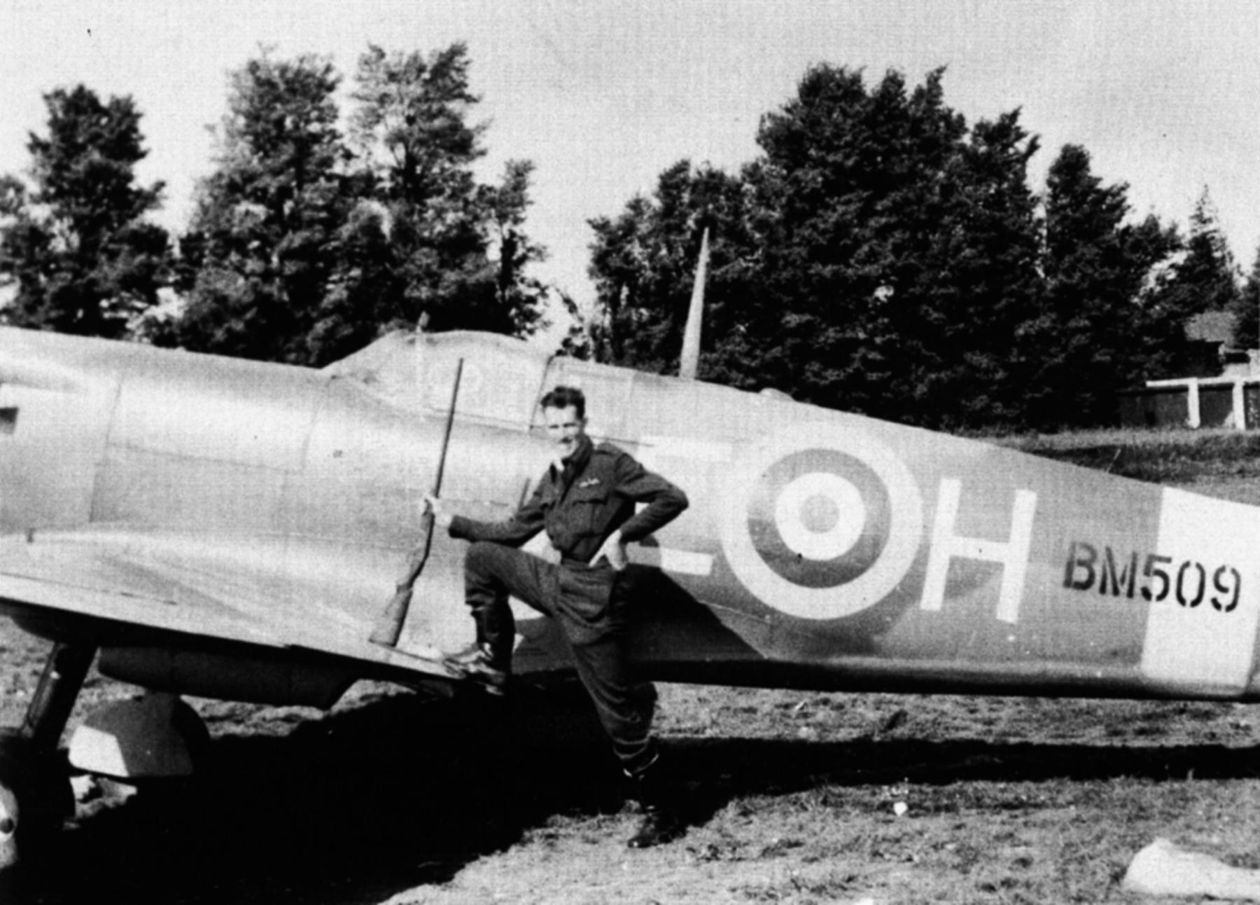Spitfire MkVb RCAF 402Sqn AEH Harlen Fuller BM509 May 1942 01