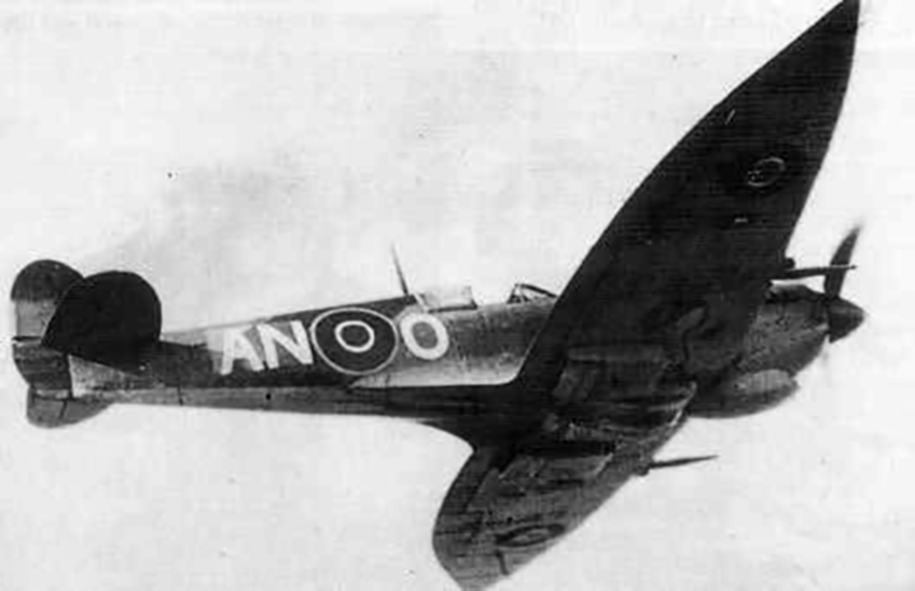 Spitfire MkVII c wing RCAF 417Sqn ANO Italy 1944 01