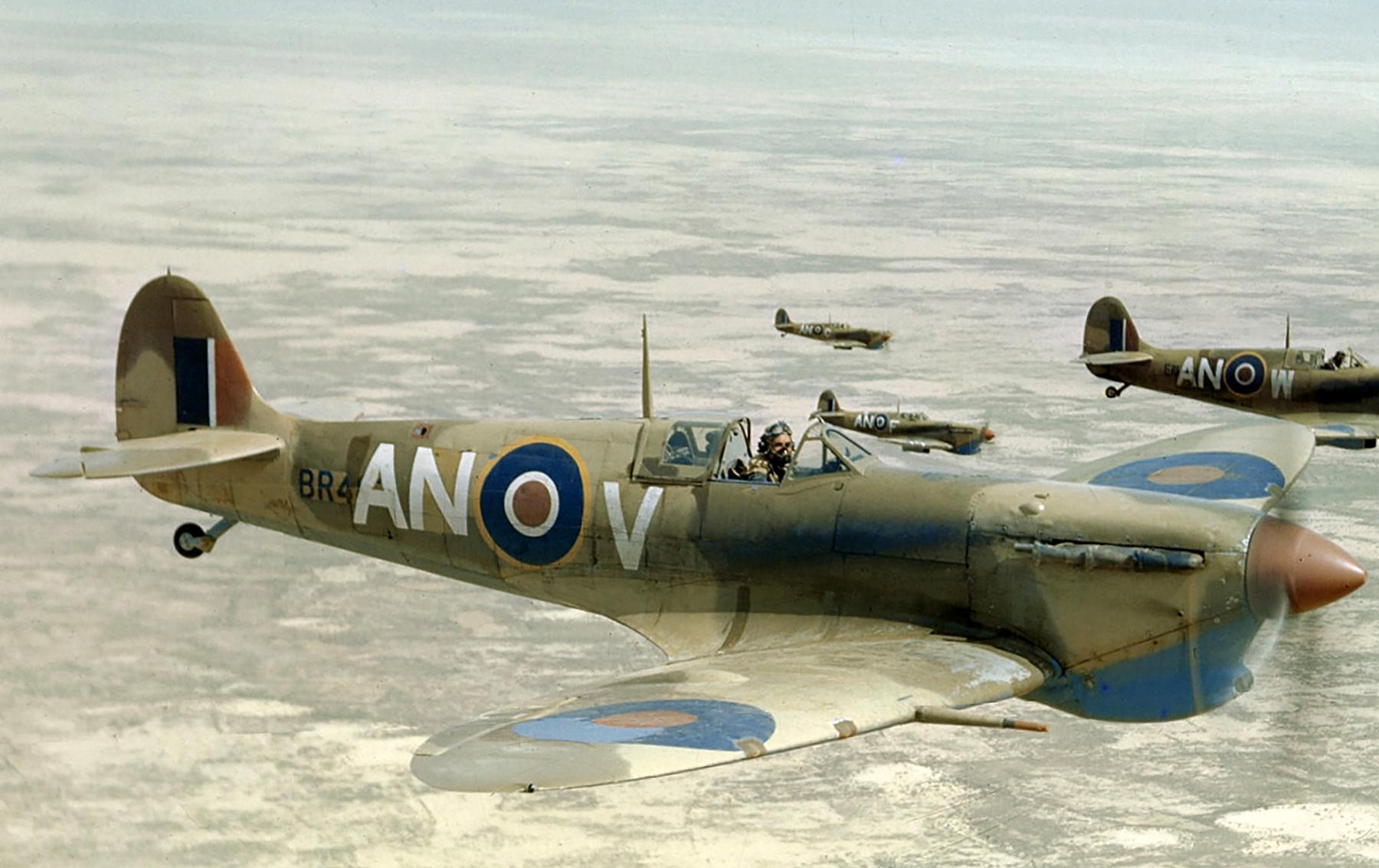 Spitfire MkVb RCAF 417Sqn ANV BR41x over the Tunisian desert 1943 03