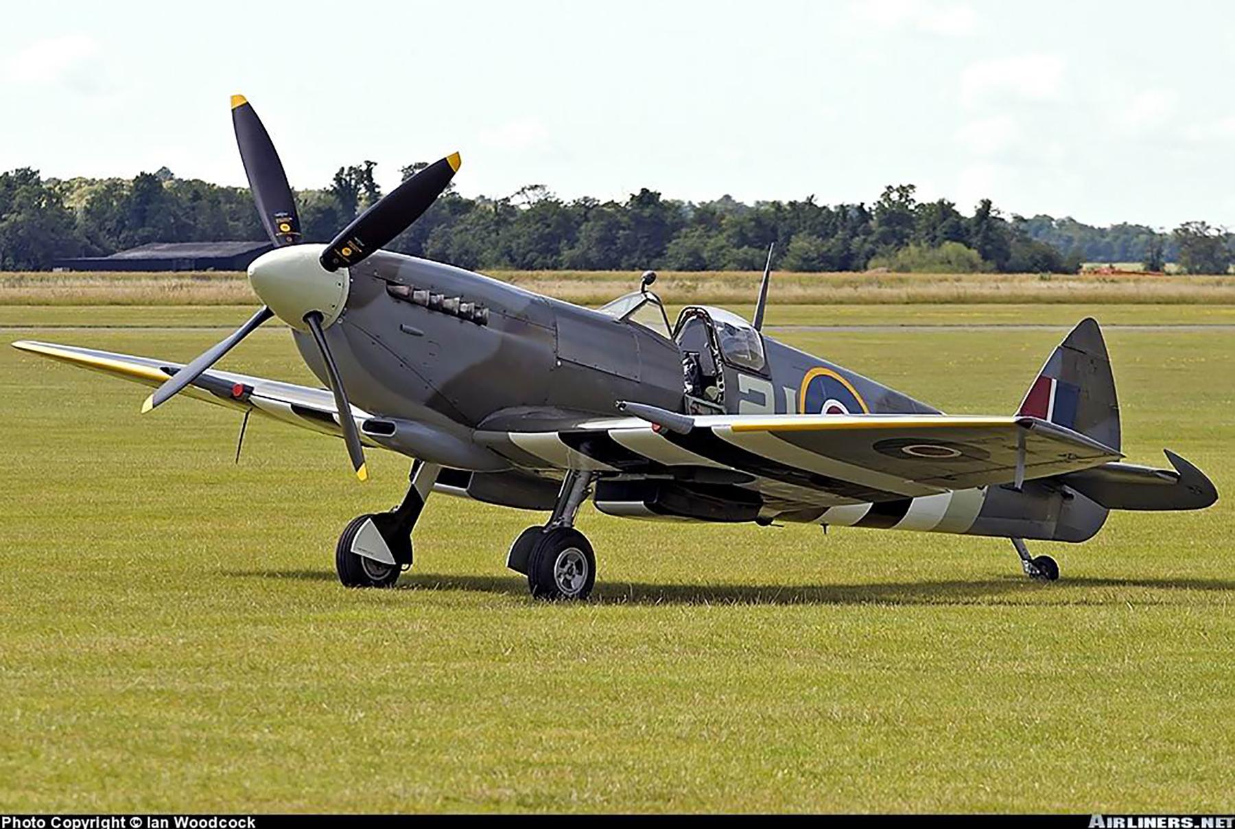 Airworthy Spitfire warbird MkIXe RCAF 443Sqn 2IV MK356 01