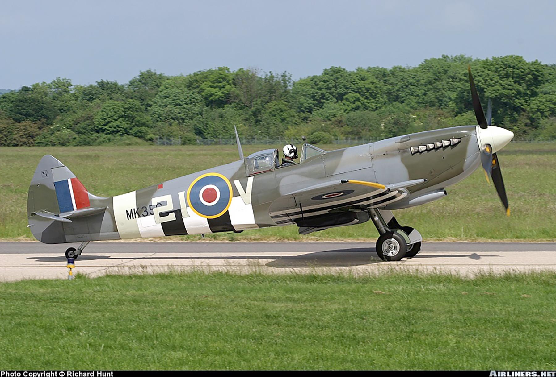 Airworthy Spitfire warbird MkIXe RCAF 443Sqn 2IV MK356 03
