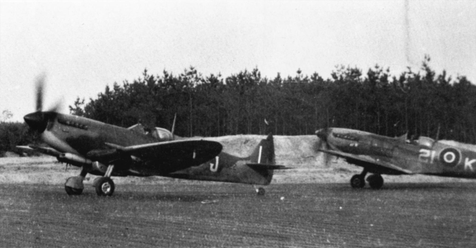 Spitfire MkIX RCAF 443Sqn 2IJ and 2IK 01