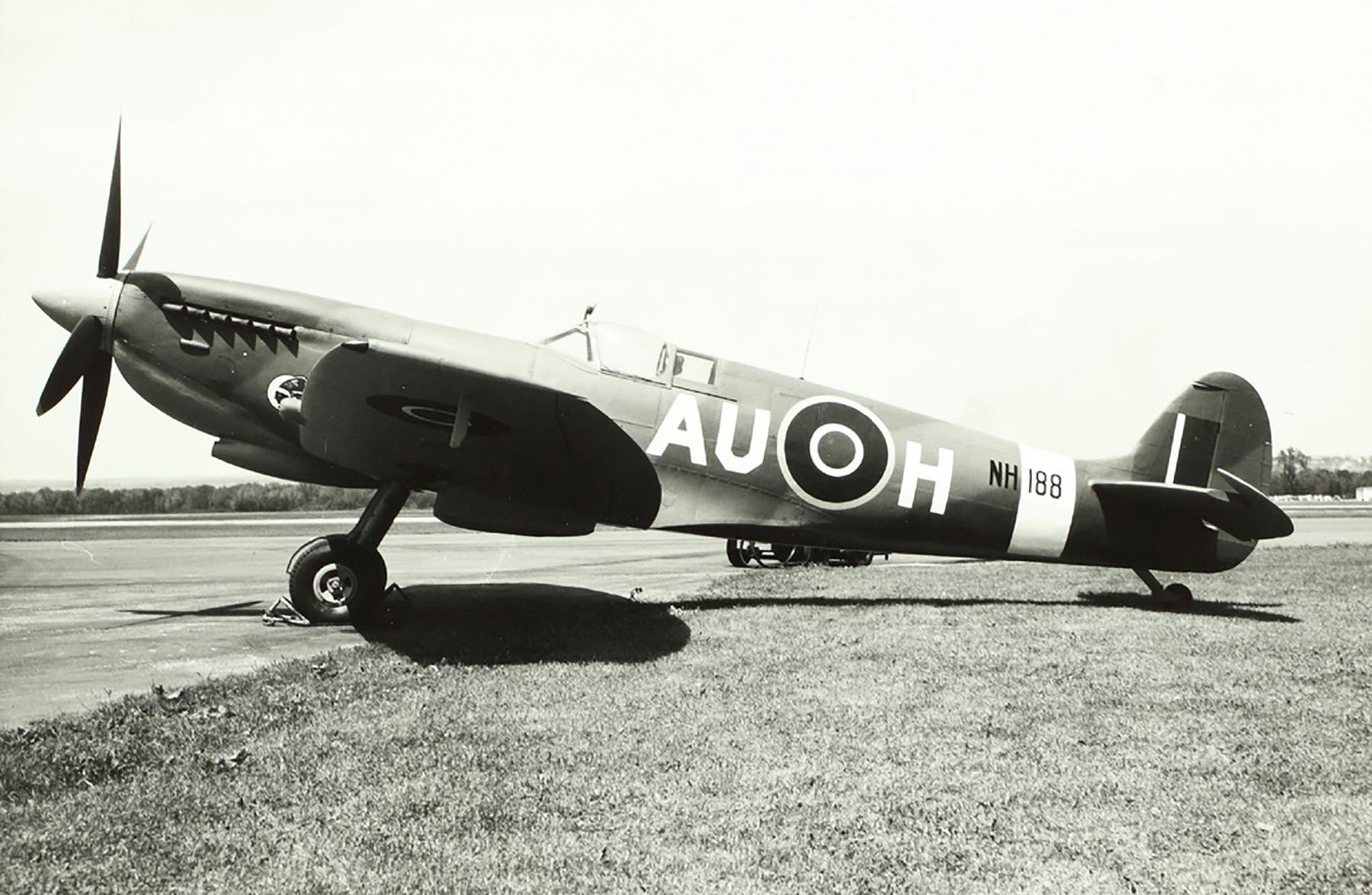 Spitfire LFIX RCAF 421Sqn AUH NH188 01