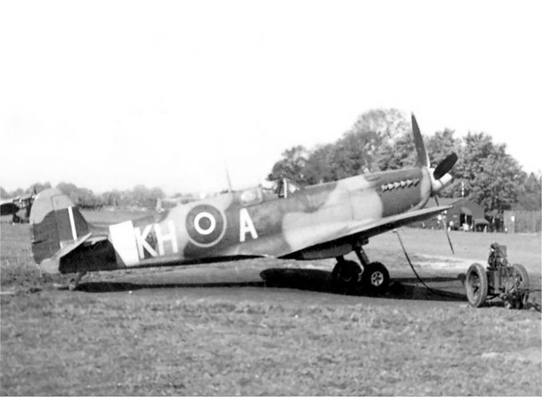 Spitfire MkIX RCAF 403Sqn KHA web 01