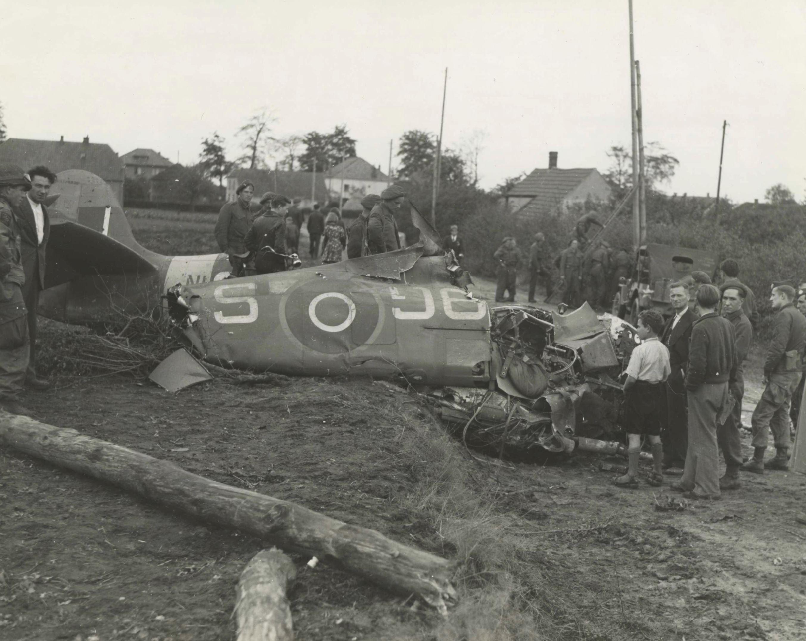 Spitfire MkIX RCAF 441Sqn O McMillan 9GS NH151 sd Dorpssteeg KIA 25th Sep 1944 NIOD