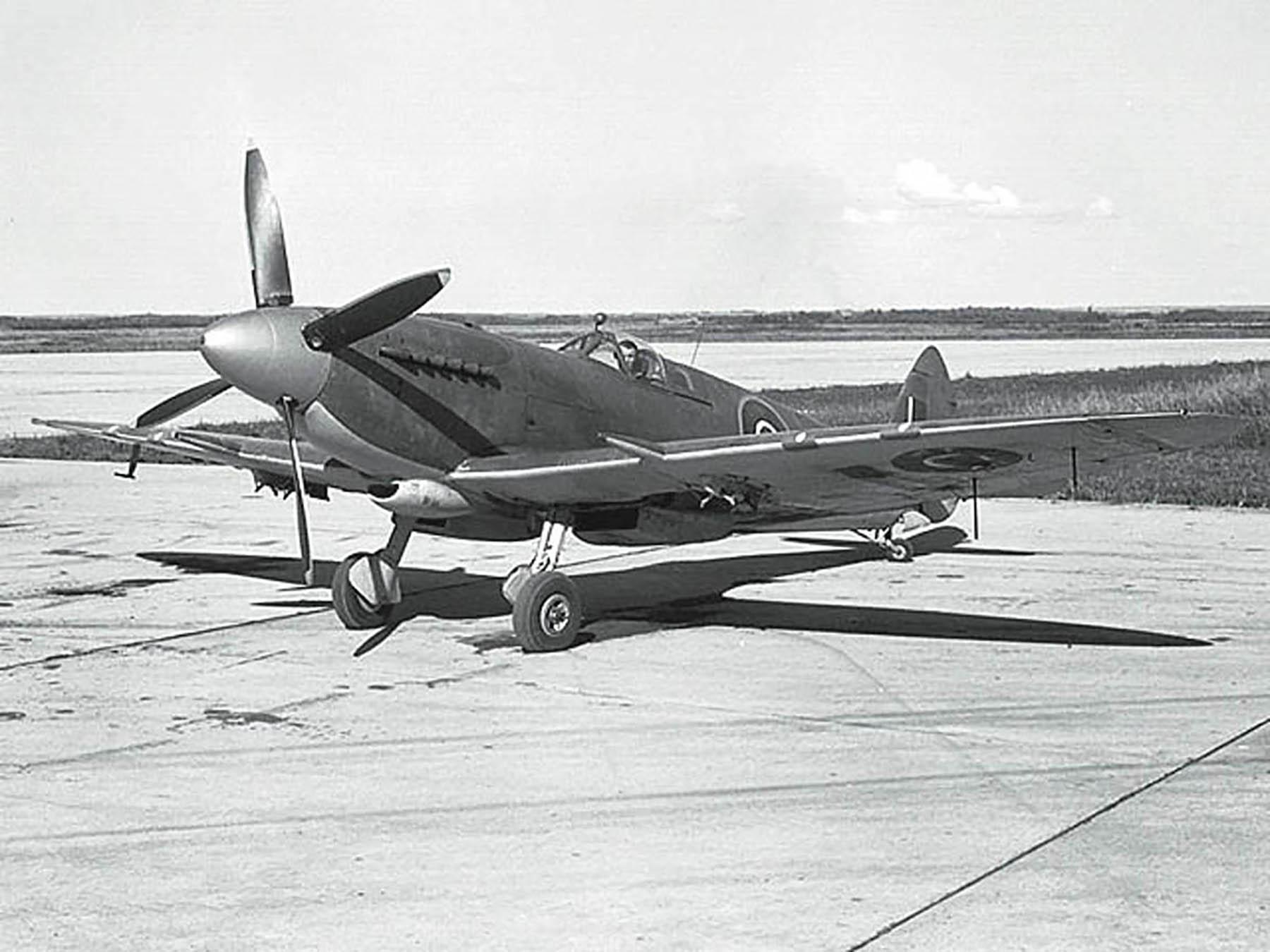 Supermarine Seafire XV RCAF 01