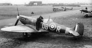Asisbiz Spitfire MkIIa RCAF 411Sqn DBR P7923 or P7926 Digby England July 1941 01