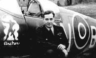 Asisbiz Spitfire MkIX RCAF 421Sqn SLdr PLI Archer DFC LZ996 May 1943 01
