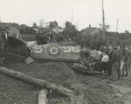 Asisbiz Spitfire MkIX RCAF 441Sqn O McMillan 9GS NH151 sd Dorpssteeg KIA 25th Sep 1944 NIOD