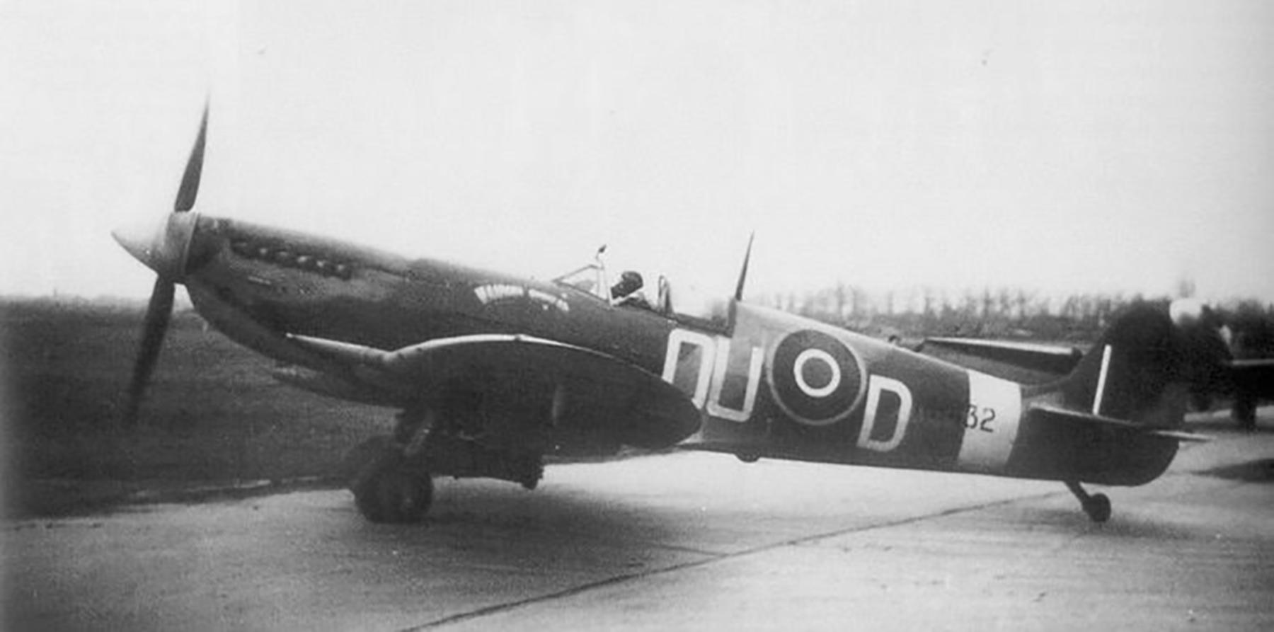 Spitfire LFIXe RNZAF 485Sqn OUD Max Collett MH432 England 01