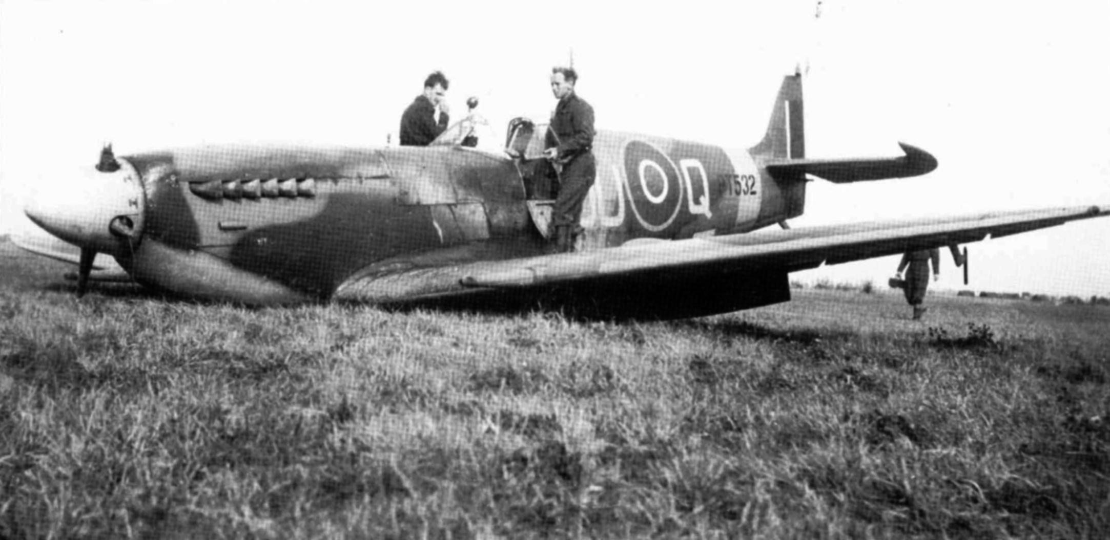 Spitfire MkIX RNZAF 485Sqn OUQ force landed Merville France 5th Apr 1945 01