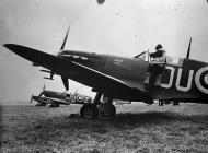 Asisbiz Spitfire MkVb RNZAF 485Sqn WDFUNZ Levin with OUZ AB870 and OUH England Aug 1941 IWM CH3751