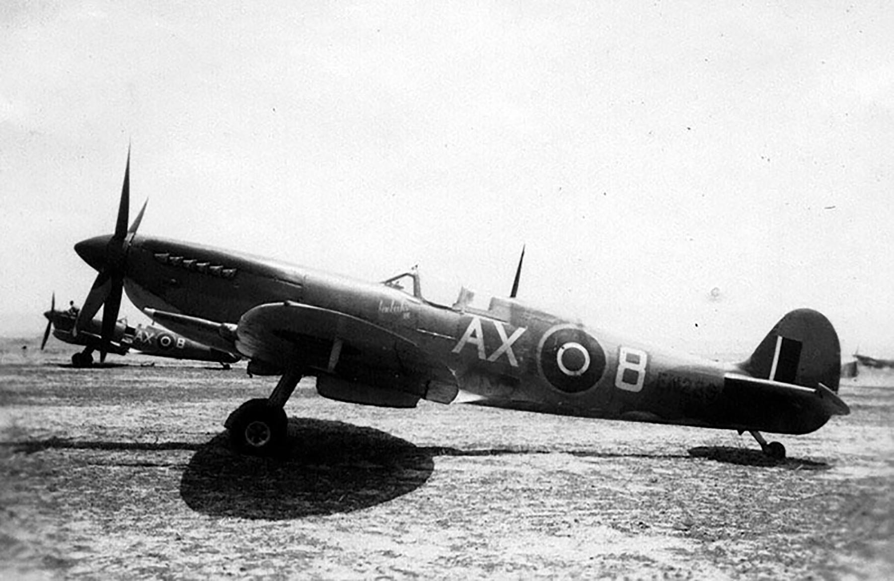 Spitfire MkIX SAAF 1Sqn AX8 Robbie Robinson EN286 Luqa Malta Jun 1943 01