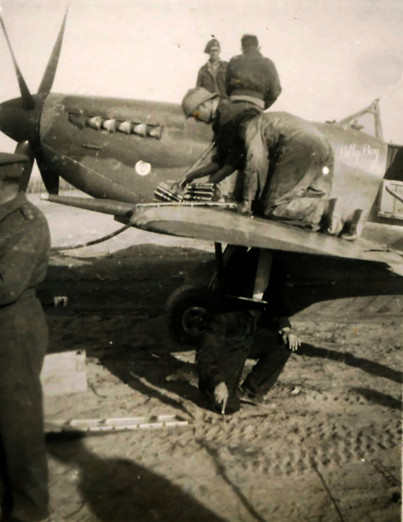 Spitfire MkIX SAAF 1Sqn AXE MH904 Italy 1943 04