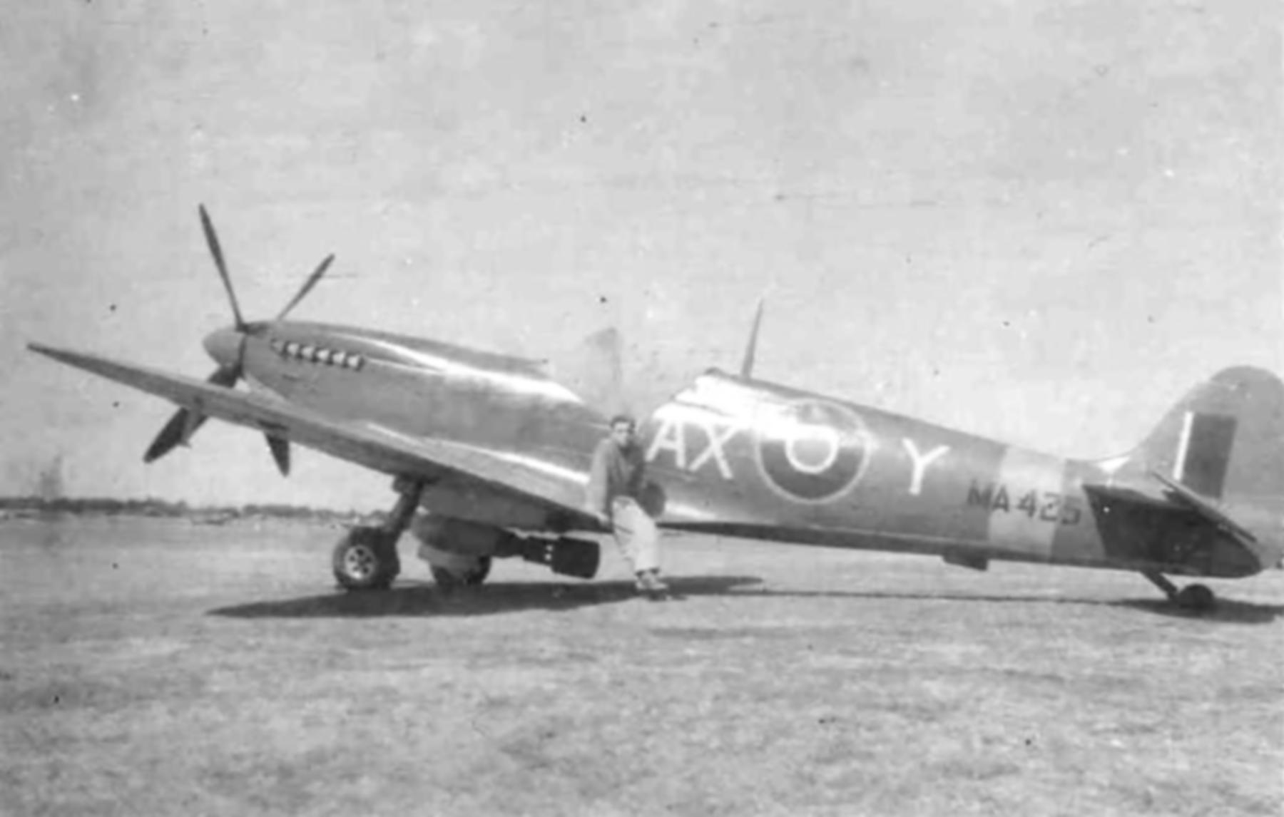 Spitfire MkIX SAAF 1Sqn AXY MA423 Italy 1943 04