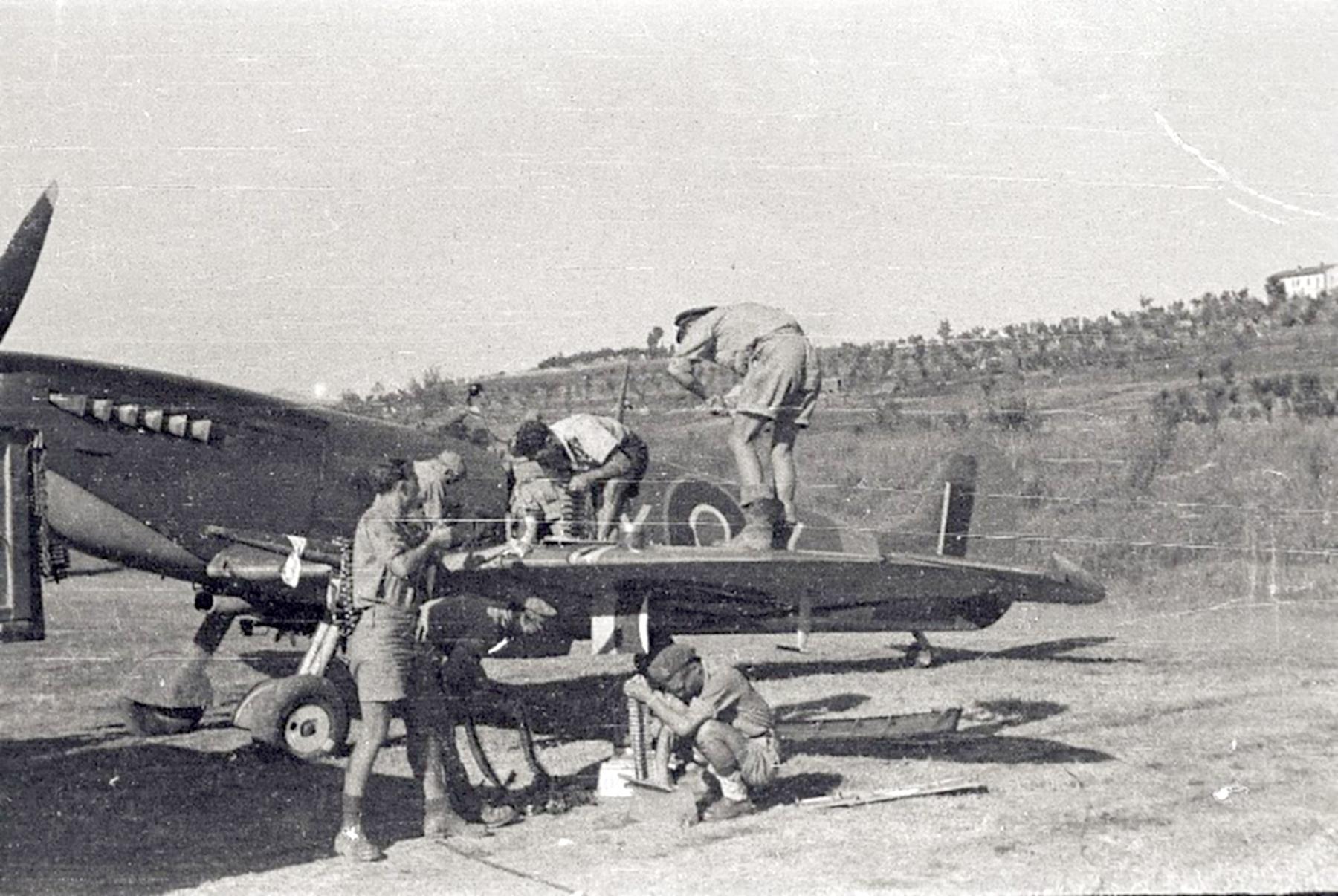 Spitfire MkIX SAAF 1Sqn AXZ Italy 1943 02