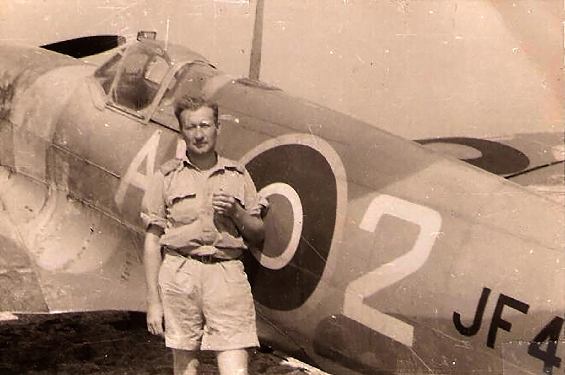 Spitfire MkVIII SAAF 1Sqn AX2 JF4XX Italy 1943 01