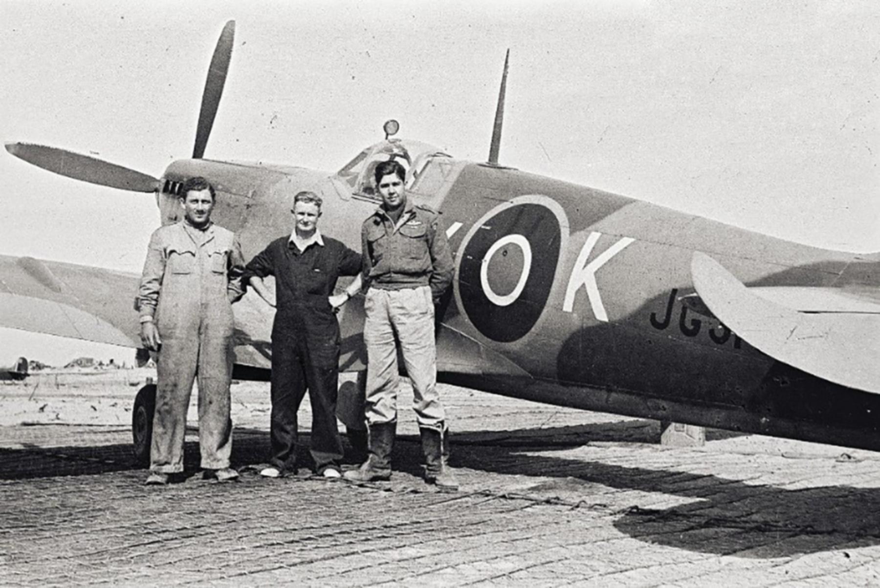 Spitfire MkVIII SAAF 1Sqn AXK JG318 Italy 1943 02
