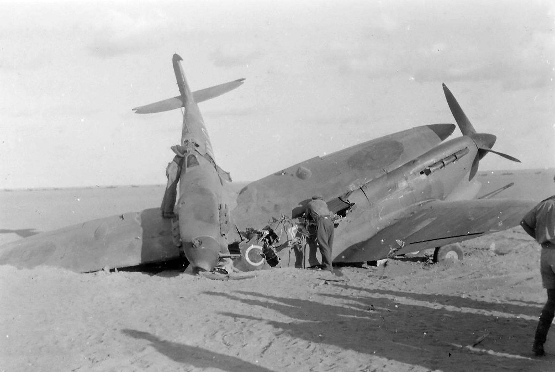 Spitfire MkVb SAAF 1Sqn AXA EP690 landing accident El Hasseiat 4th Dec 1942 02