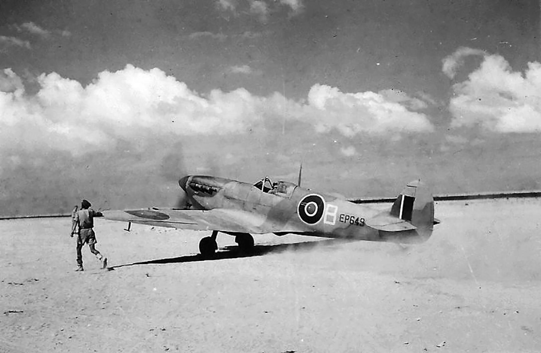 Spitfire MkVbTrop SAAF 1Sqn AXB EP649 Tunisia 1943 01