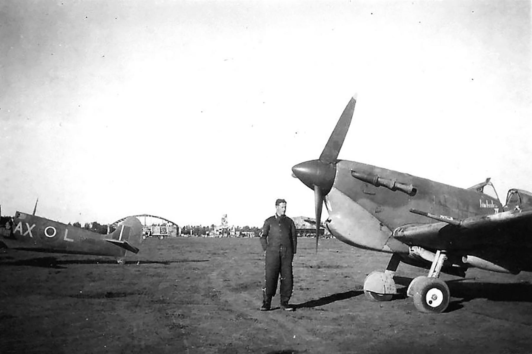 Spitfire MkVbTrop SAAF 1Sqn AXL Italy 1943 01