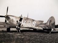 Asisbiz Spitfire MkIX SAAF 1Sqn AX6 LZxxx Italy 1943 01