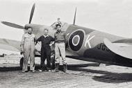 Asisbiz Spitfire MkVIII SAAF 1Sqn AXK JG318 Italy 1943 02