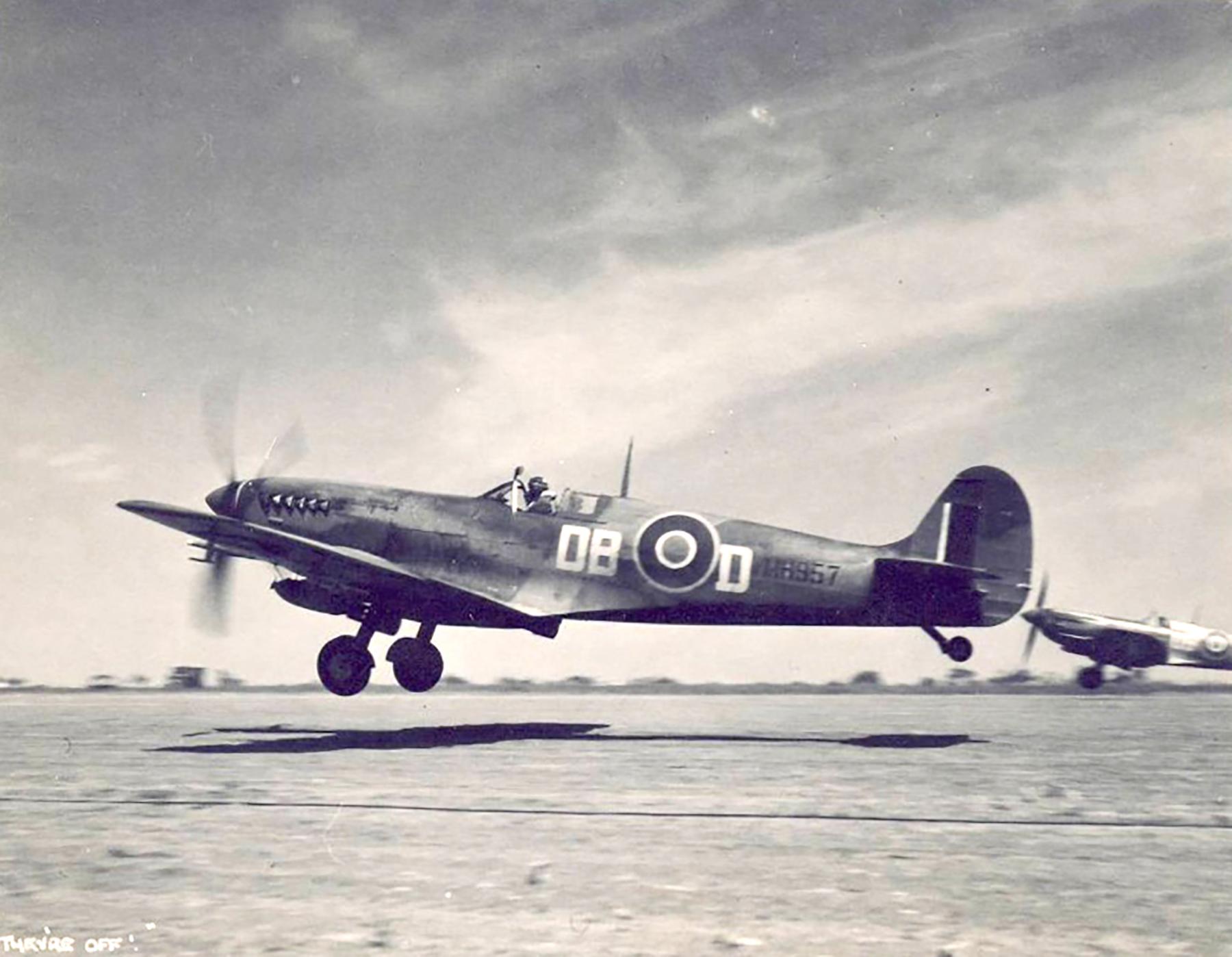 Spitfire LFIX SAAF 2Sqn DBD MH957 Italy 1943 01