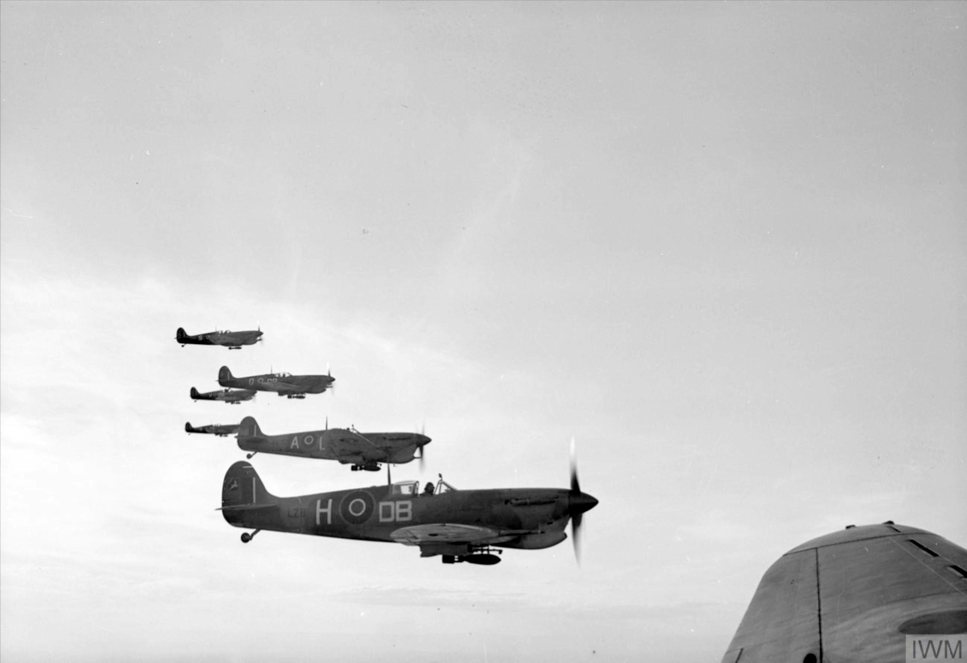 Spitfire MkVcTrop SAAF 2Sqn DBH on mission to Sangro River battlefront Oct 1943 IWM CNA2103