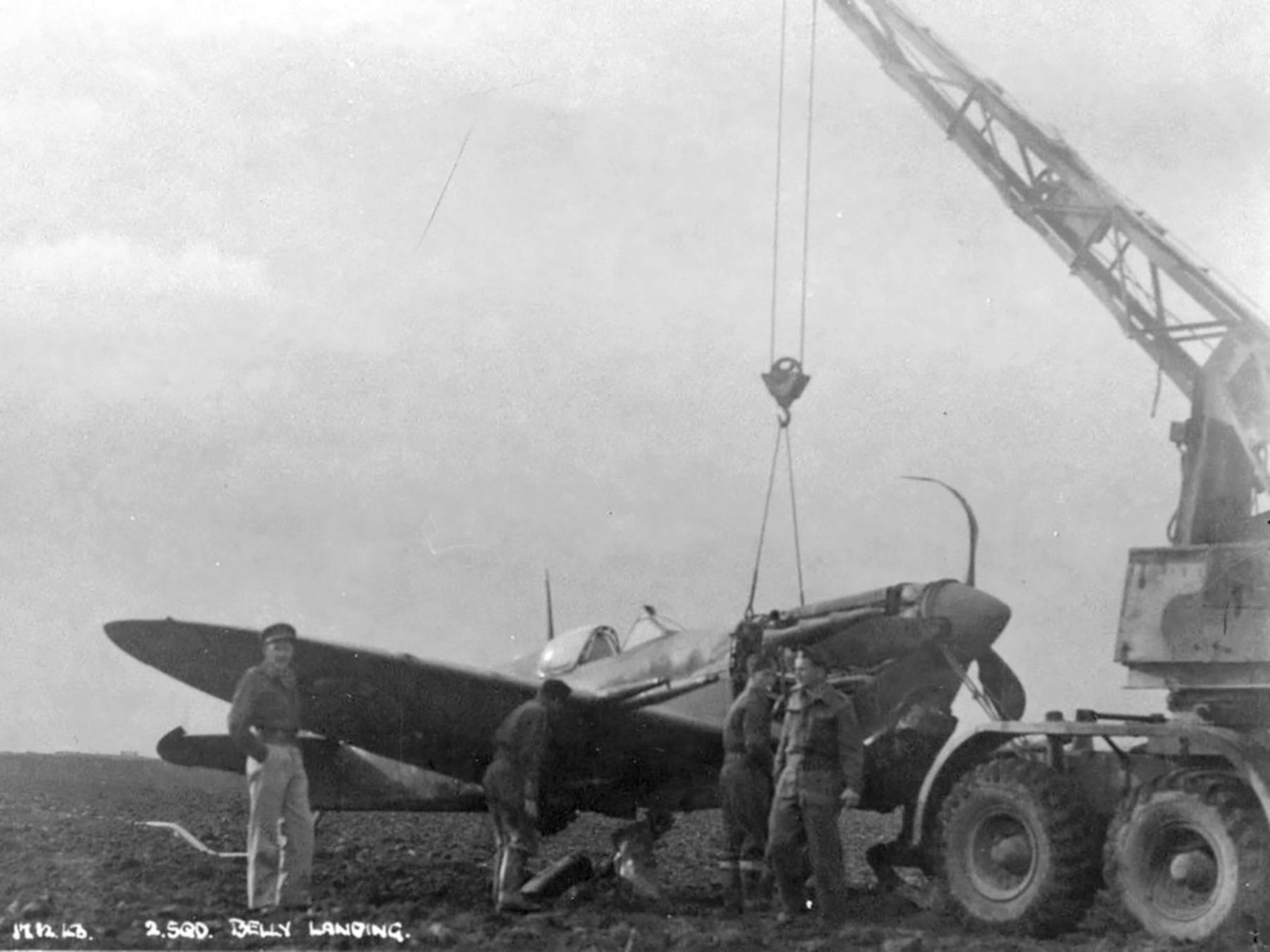 Spitfire MkVcTrop SAAF 2Sqn DBT JG721 Palata Italy 17th Dec 1943 03